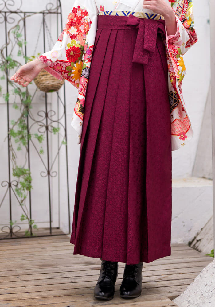 袴:赤サクラ小紋