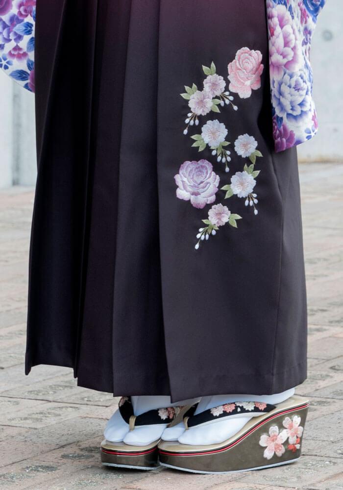 バラの刺繍が入った卒業式のレンタル袴