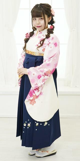 【着物】クリームに疋田桜と花小紋+【袴】コンシシュウ