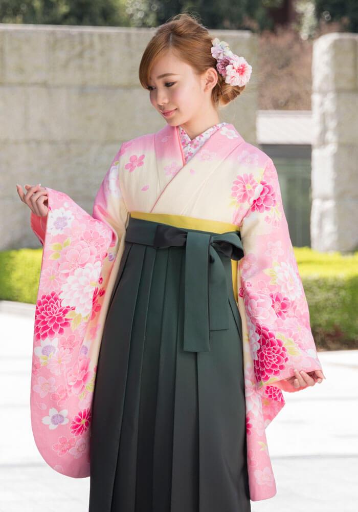 着物:クリームにピンク桜と洋花