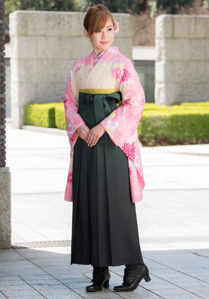 宅配の袴レンタルで人気な清楚な袴コーデ
