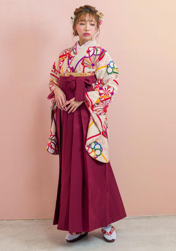 着物:白地手まりに梅/袴:エンジ