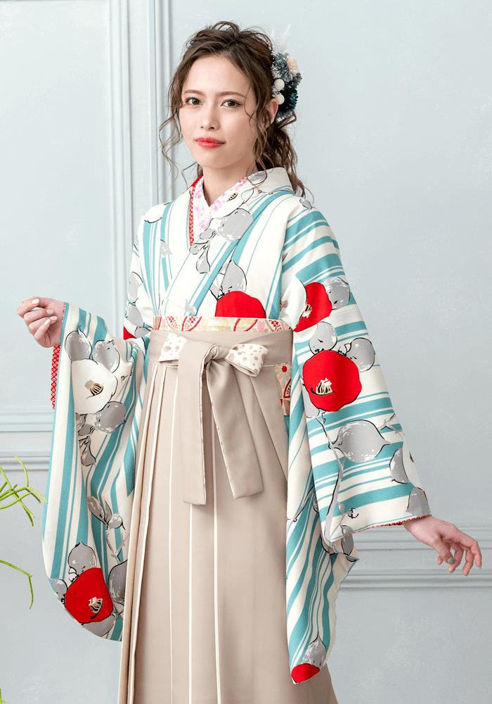 着物:白地水色縞に椿