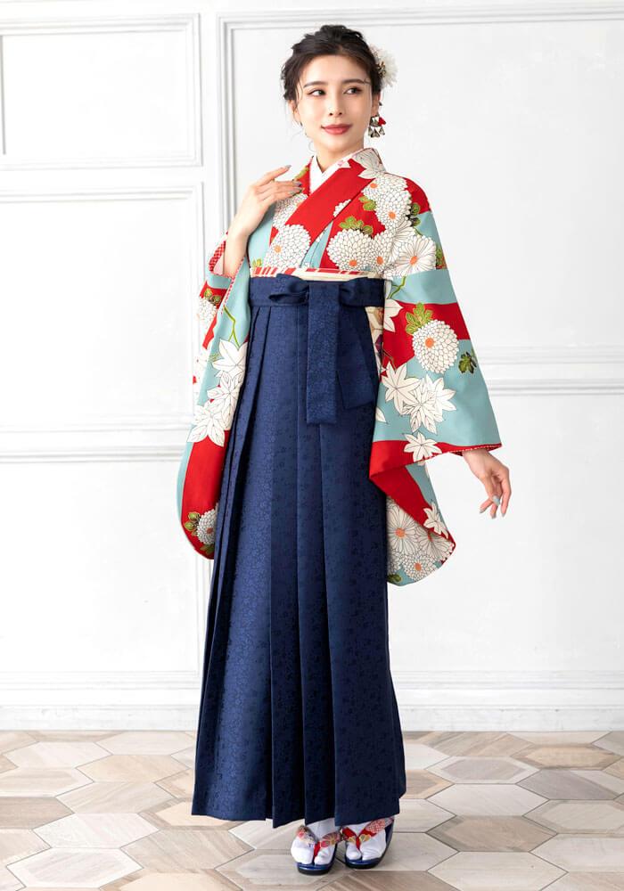 ネットレンタルできる水色と赤色の菊柄の袴
