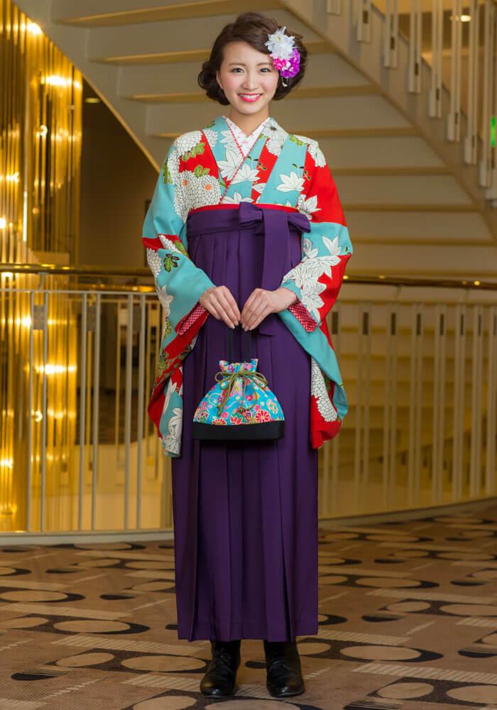 レンタル着物:水色赤に大菊+レンタル袴:ムラサキのコーディネート