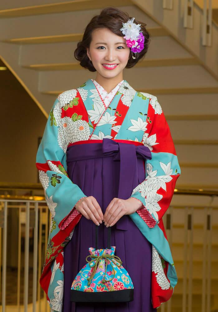 レンタル着物:水色赤に大菊とレンタル袴:ムラサキのアップ
