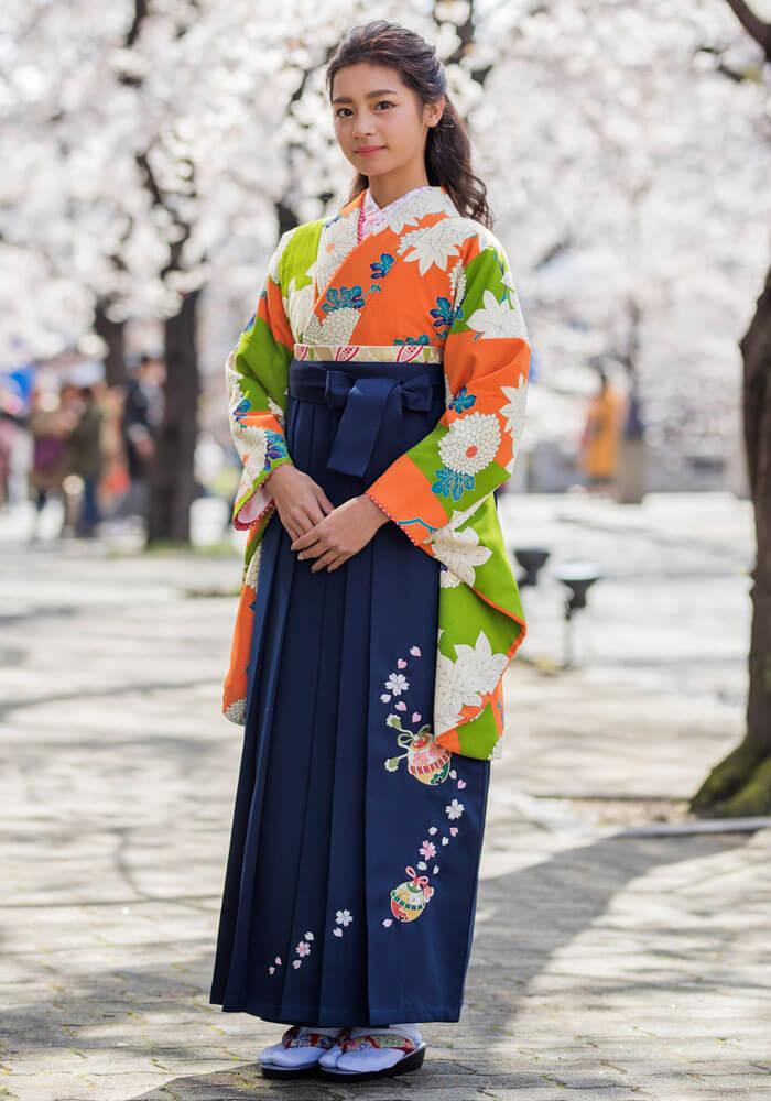 【着物】オレンジ黄緑に大菊+【袴】コン鈴桜