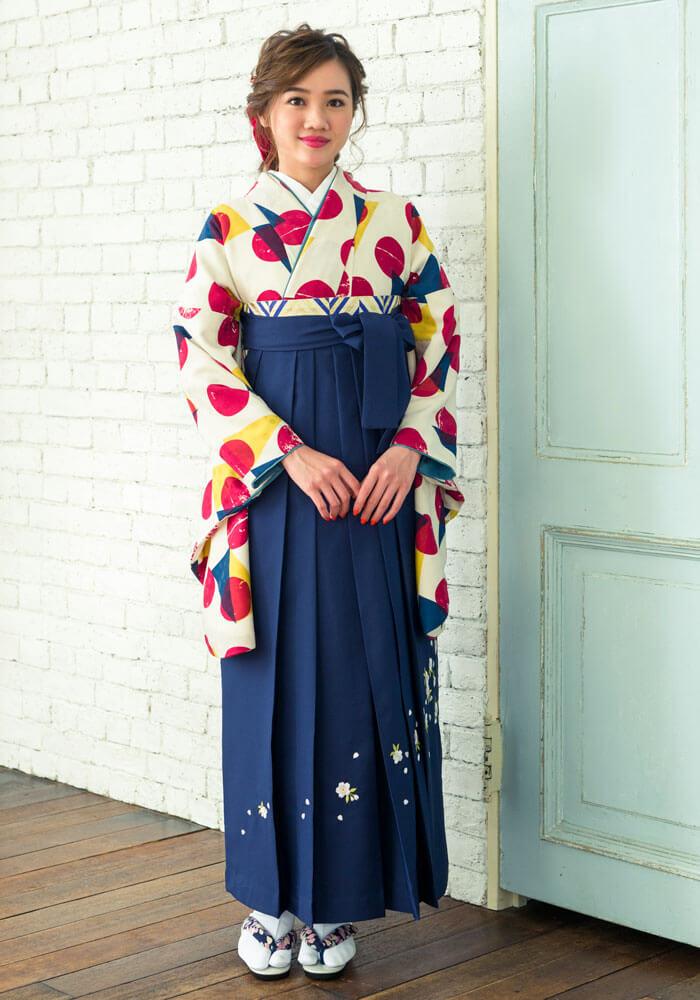 【着物】白地に赤水玉+【袴】紺シシュウ サムネイル
