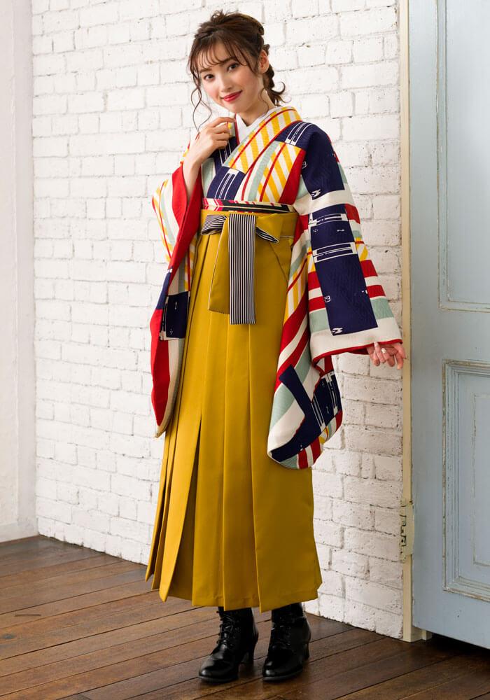 レトロデザインの着物にキンチャイロの袴を合わせたコーデ