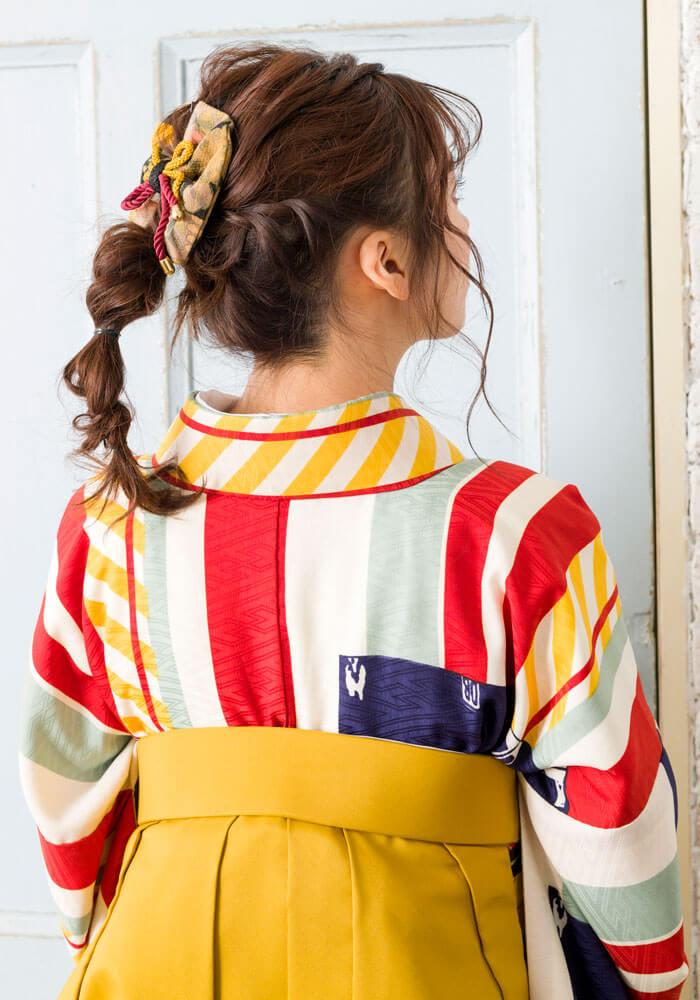 ラフ目なヘアスタイルも昭和レトロな雰囲気とマッチ!