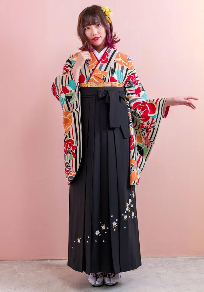 【着物】グレー椿縞+【袴】クロシシュウ