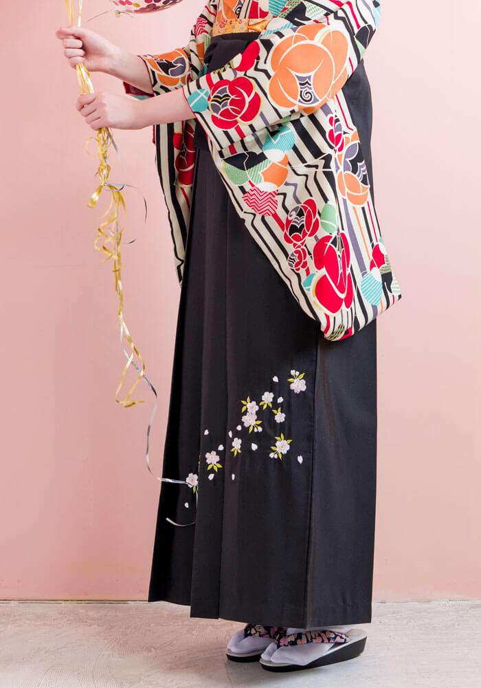桜の刺繍入りの卒業式袴