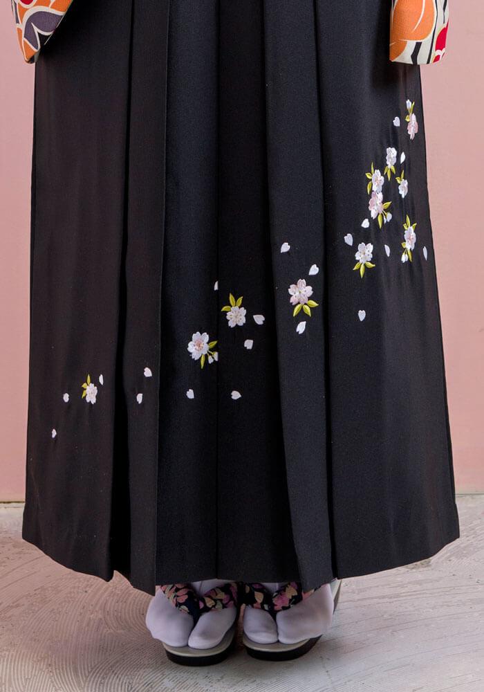 宅配レンタルできる桜の刺繍入りの卒業式袴