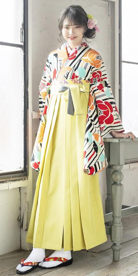 着物:グレー椿縞と袴:モスグリーンひも縞