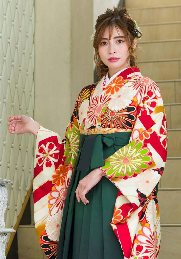 卒業式で着たい伝統的な袴をネットレンタルで