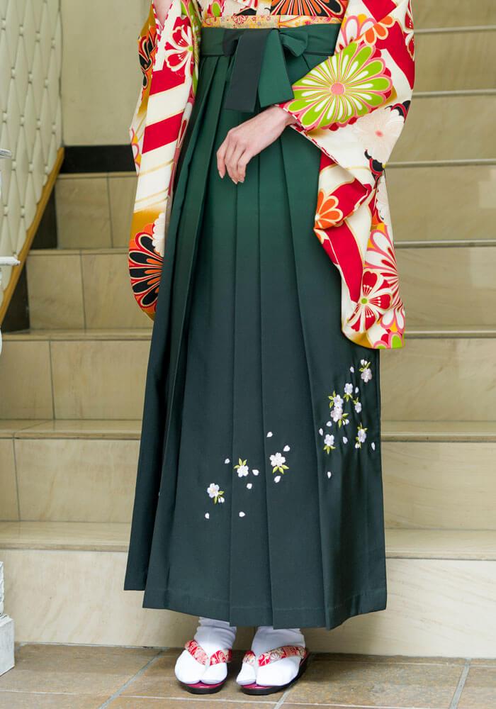 桜の刺繍入りの緑色のネットレンタル袴
