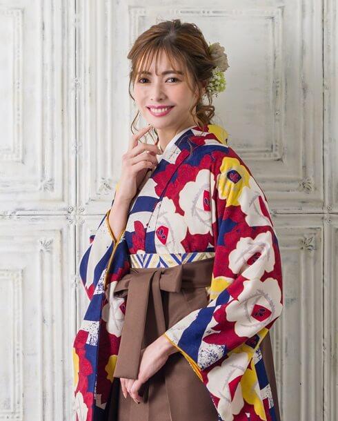 【着物】白ブルーに白黄椿+【袴】チャイロ アップ