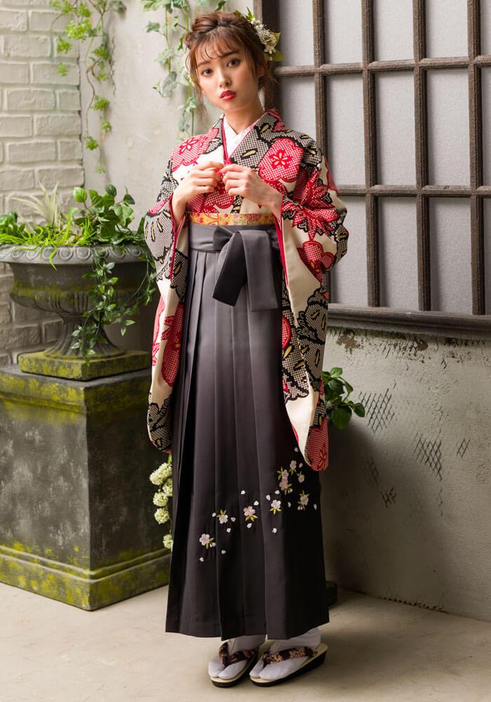 【着物】赤クロ絞り柄松竹梅+【袴】グレーボカシシシュウ