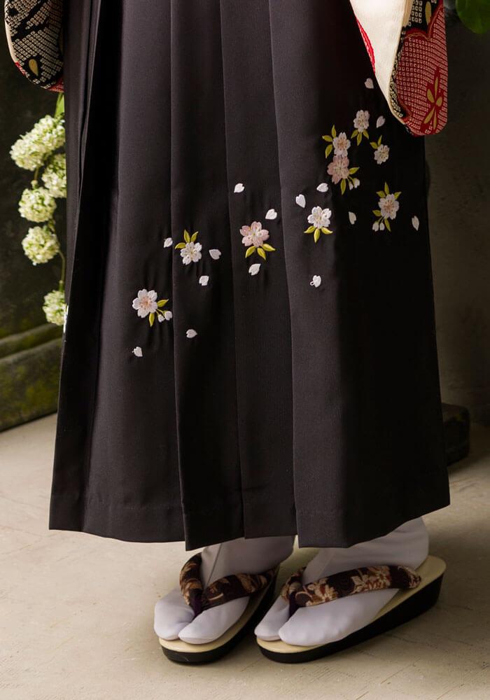 ネットレンタルできる桜の刺繍入りの卒業式袴