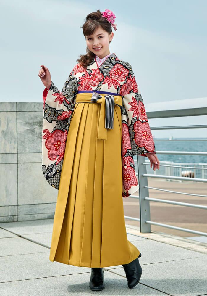 着物:赤クロ絞り柄松竹梅と袴:キンチャひも縞