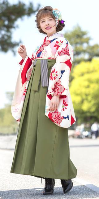 着物:クリーム赤青矢絣に白梅と袴:抹茶ひも縞