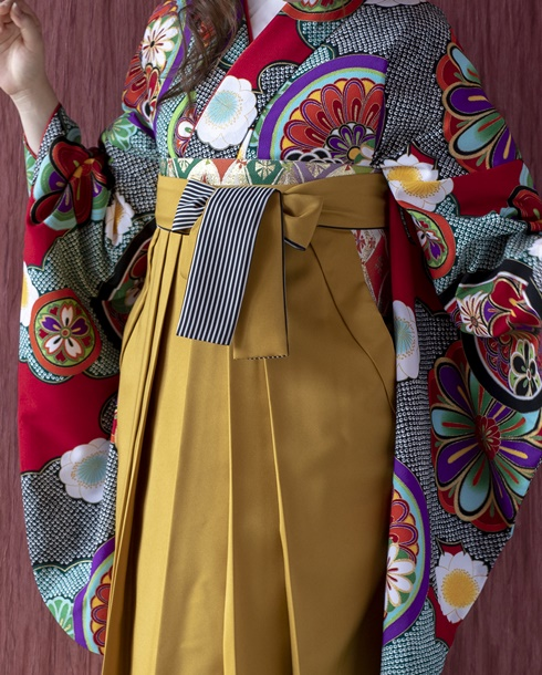 袴の紐が縞模様になっている人気のネットレンタル商品