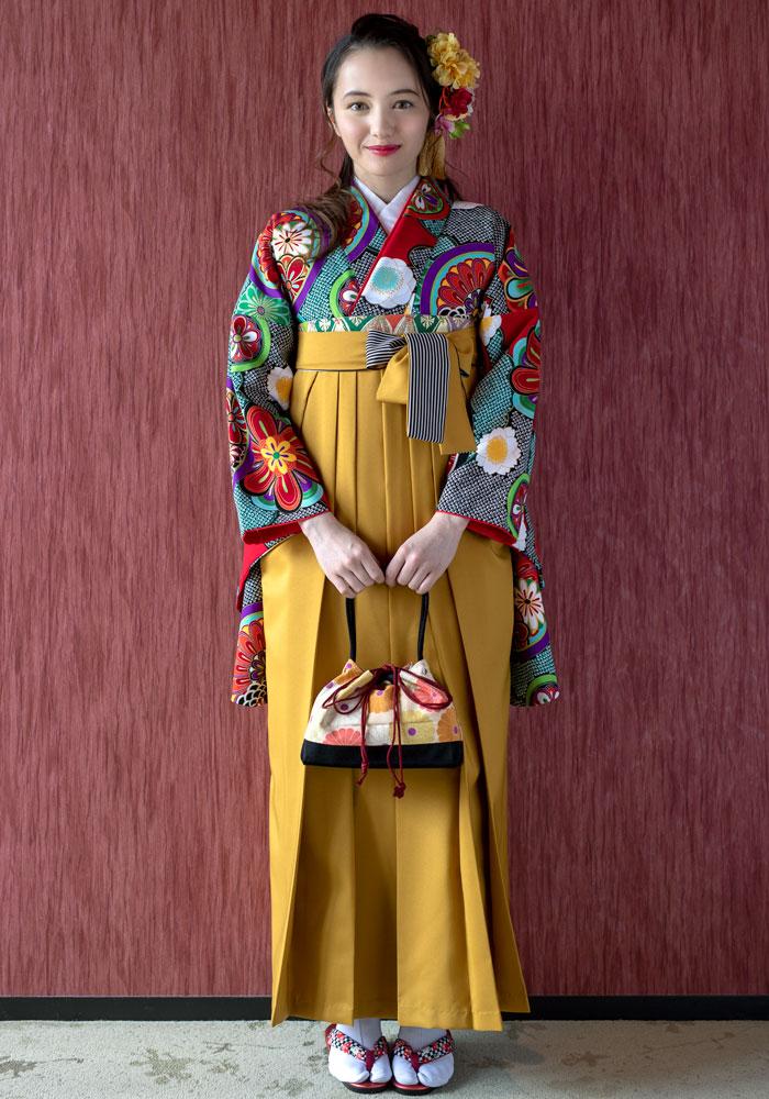 【着物】赤に雲絞りに花鏡+【袴】キンチャひも縞