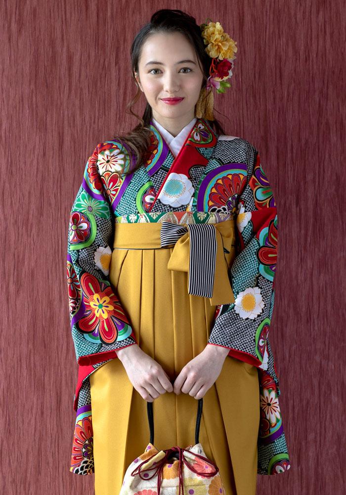 ネットでレンタルできるアヤカ・ウィルソンちゃん着用のレンタル袴