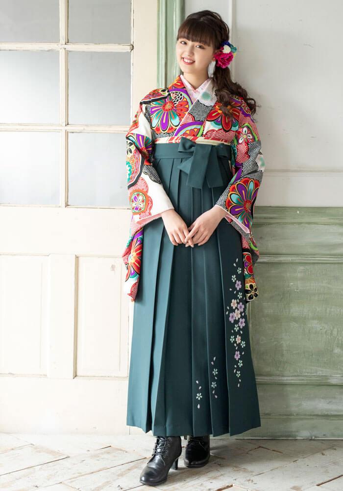 【着物】白に雲絞りに花鏡+【袴】フカミドリ友シダレザクラ