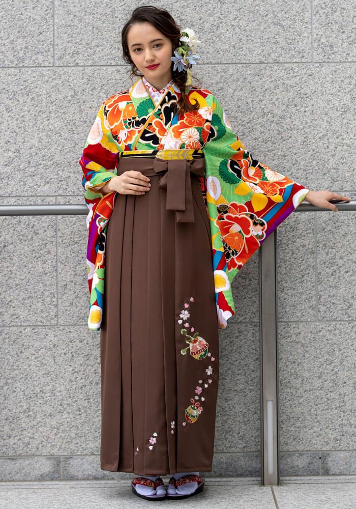 【着物】赤に菊椿+【袴】チャイロ鈴桜