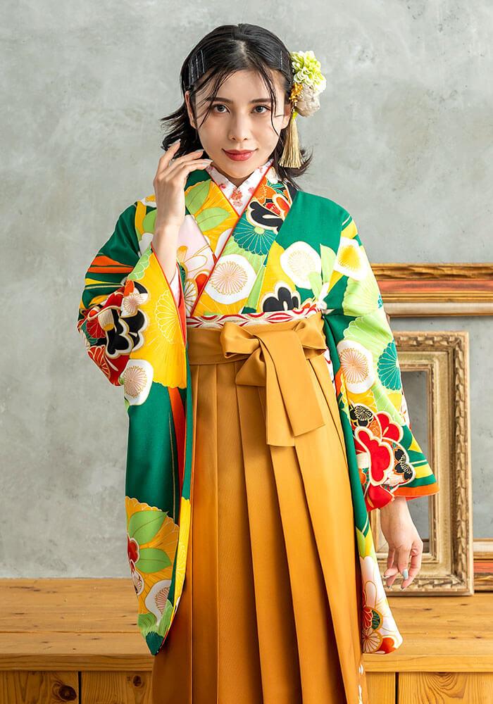 着物:緑に菊椿