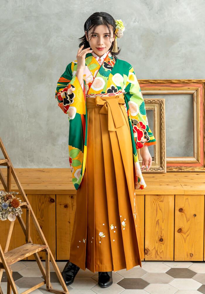 【着物】緑に菊椿+【袴】キンチャボカシ斜め刺繍