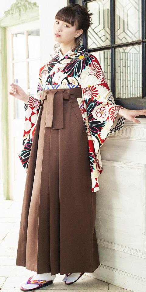 着物:赤地白菊華衣と袴:チャイロ