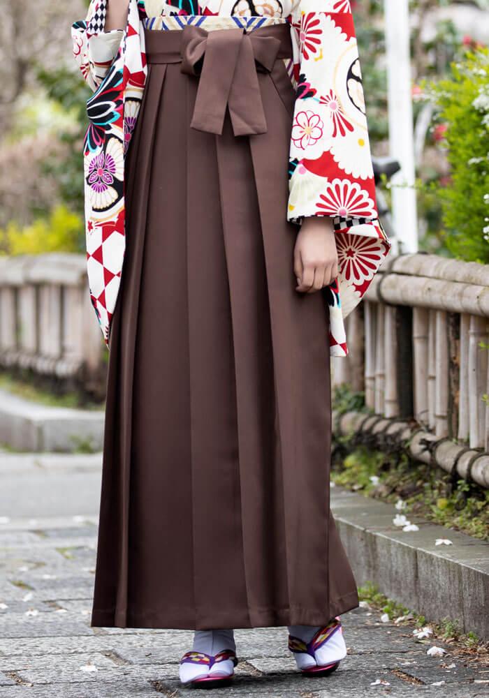 レトロモダンな雰囲気の茶色の袴
