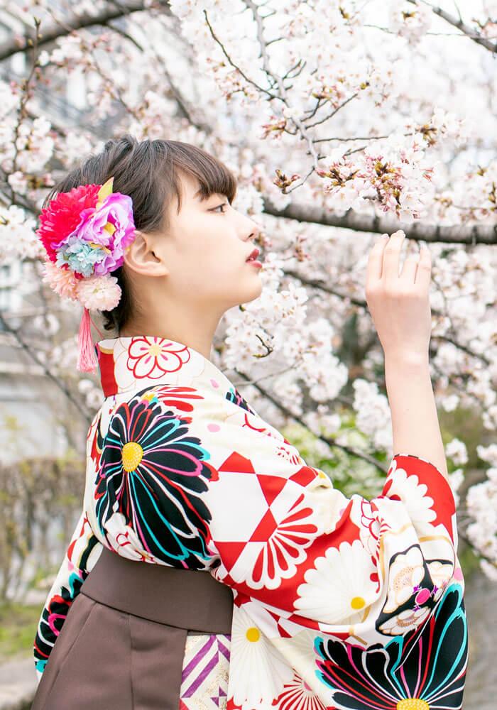 茶色の袴を合わせた鶴嶋乃愛ちゃんの卒業式袴