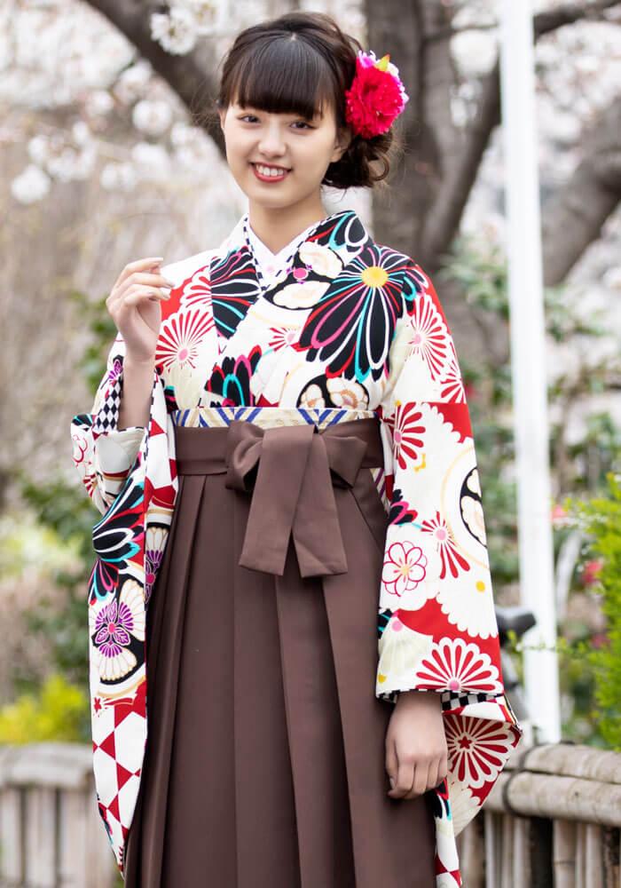 鶴嶋乃愛ちゃん着用のネットでレンタルできる卒業式袴