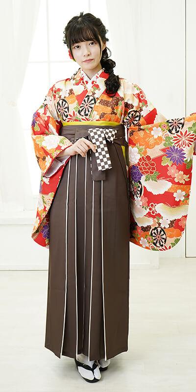 【着物】赤に松白花ぼたん+【袴】チャイロライン紐市松