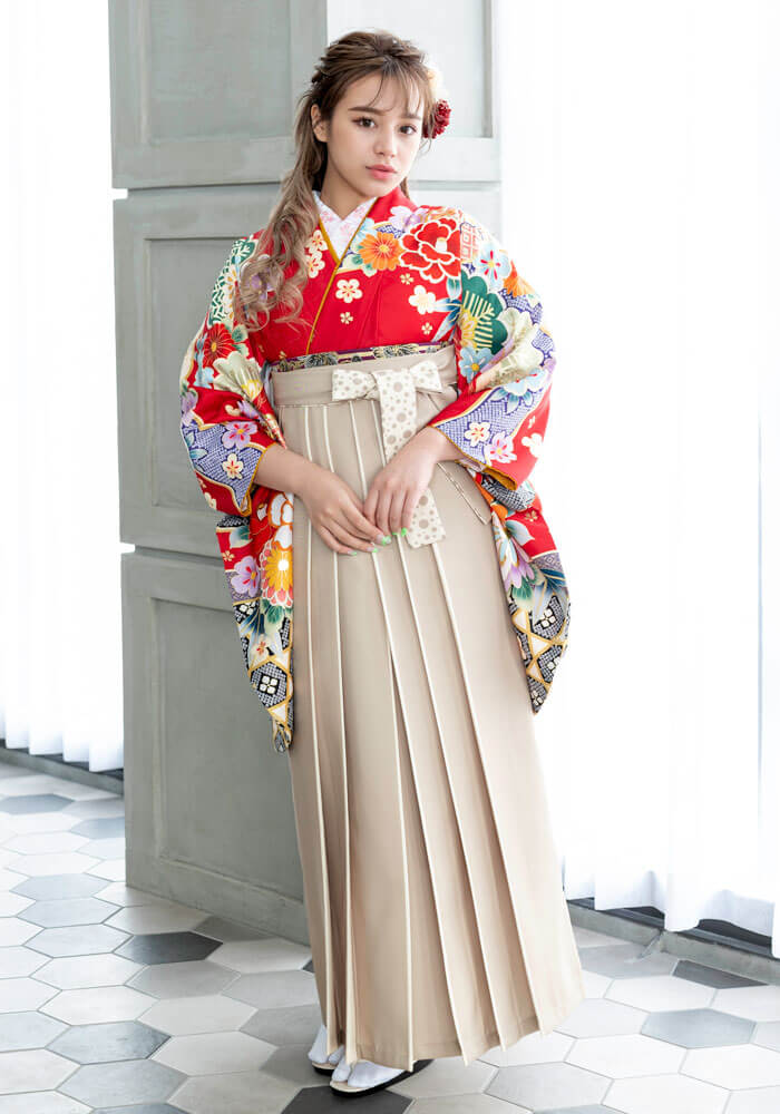 【着物】赤に友禅金飾+【袴】ベージュライン紐水玉