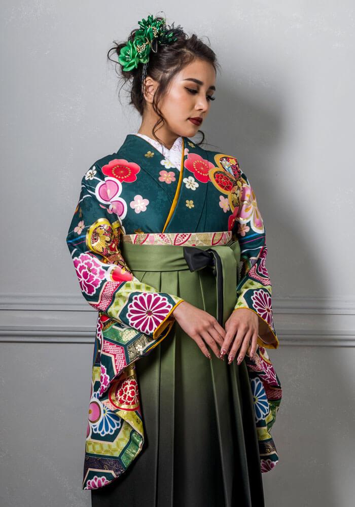 【着物】花亀甲に金梅+【袴】モスグリーンボカシ アップ