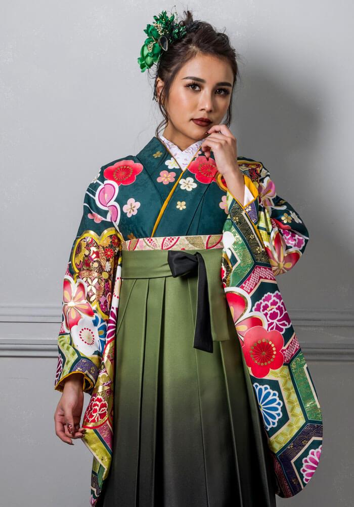 ゴージャスな印象になる緑の袴コーディネート