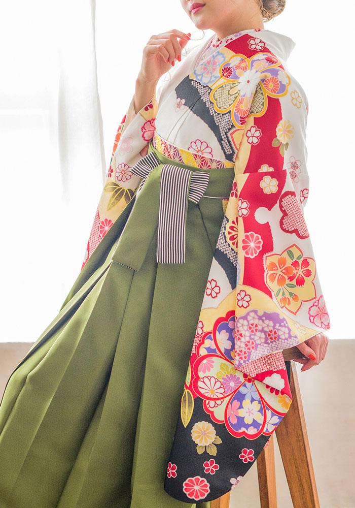 緑の袴と合わせたネットレンタルの袴