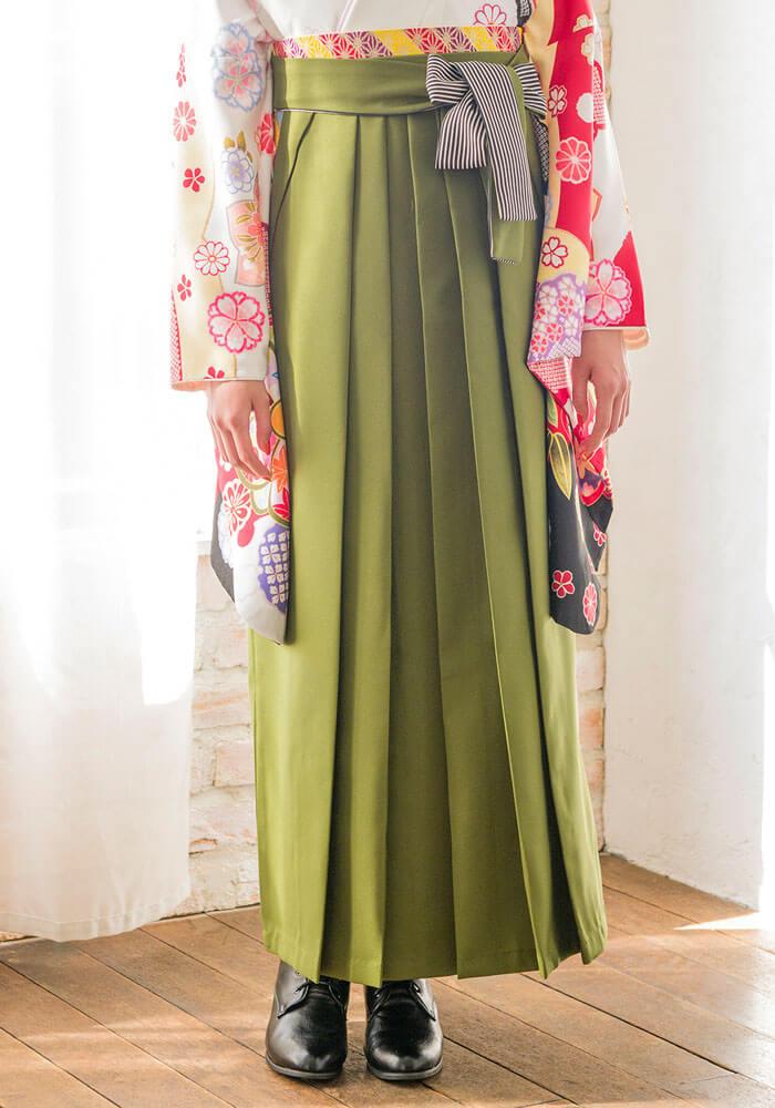 袴の紐に縞模様が入った緑の袴
