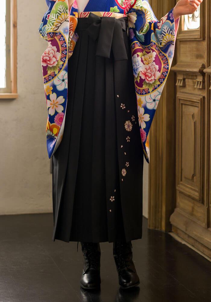 卒業式の袴姿がかっこよく決まる黒のネットレンタル袴