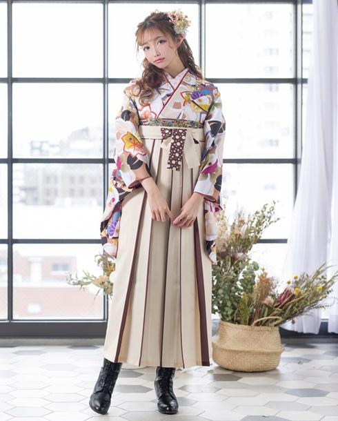 あやちゃん着用のレトロモダンな卒業式袴