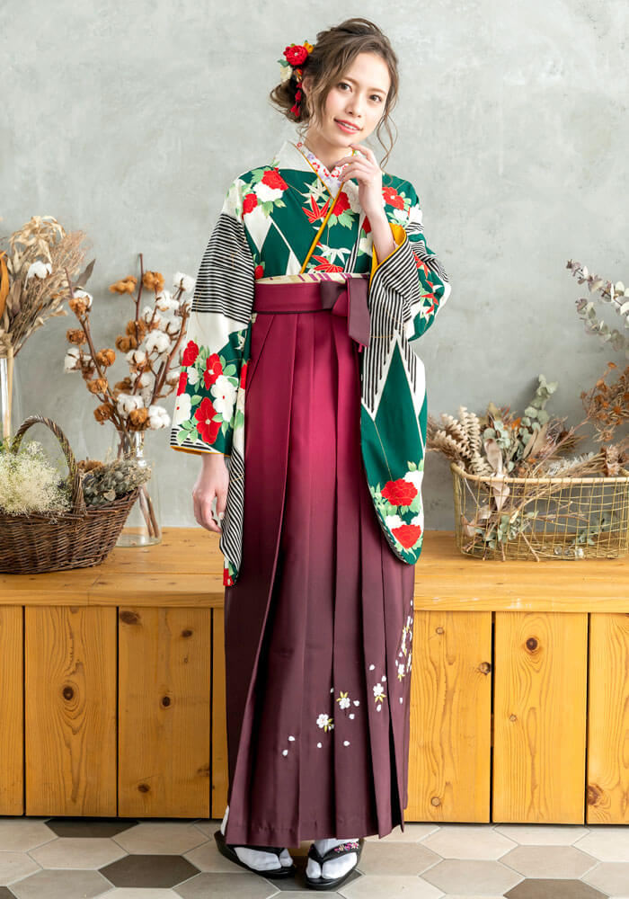 【着物】白緑短冊牡丹椿+【袴】ワインボカシシシュウ