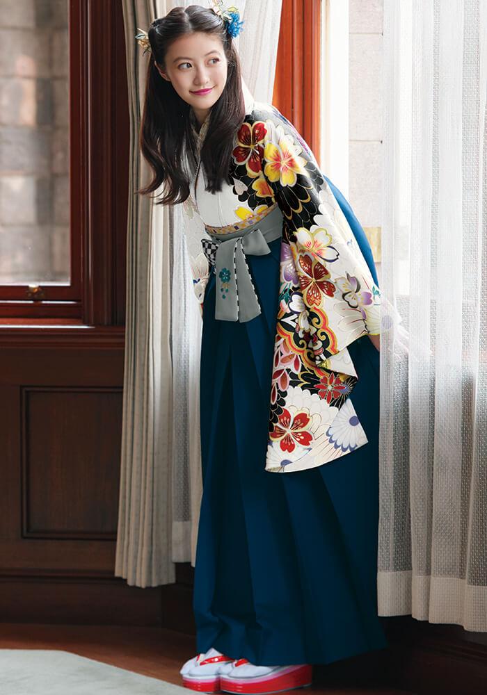 【着物】白地大菊に桜と藤+【袴】コン紐格子サクラ刺繍