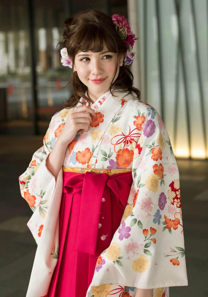 赤い袴や緑の袴、茶色の袴を合わせてネットレンタルされるのもおすすめです。