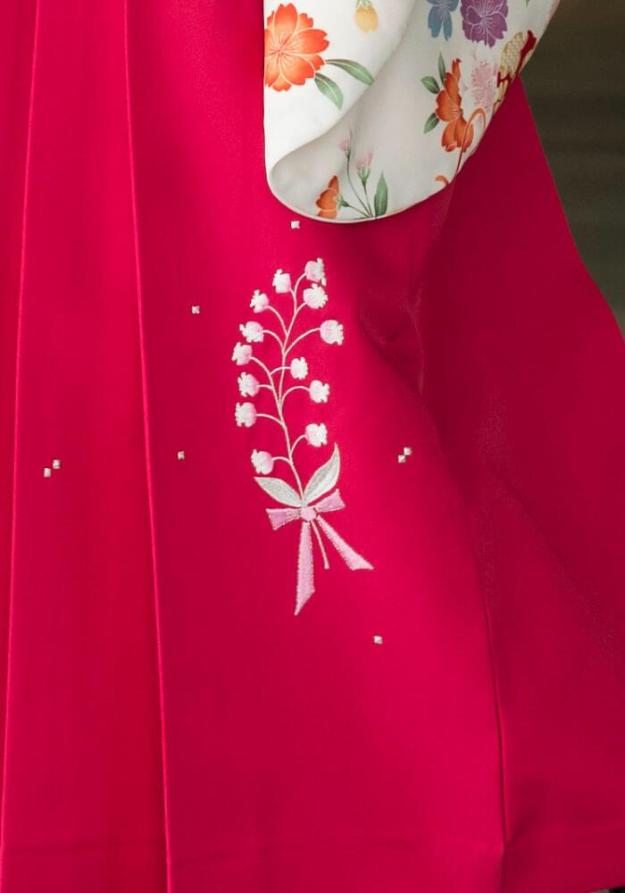可愛い花の模様が入ったピンクのネットレンタル袴