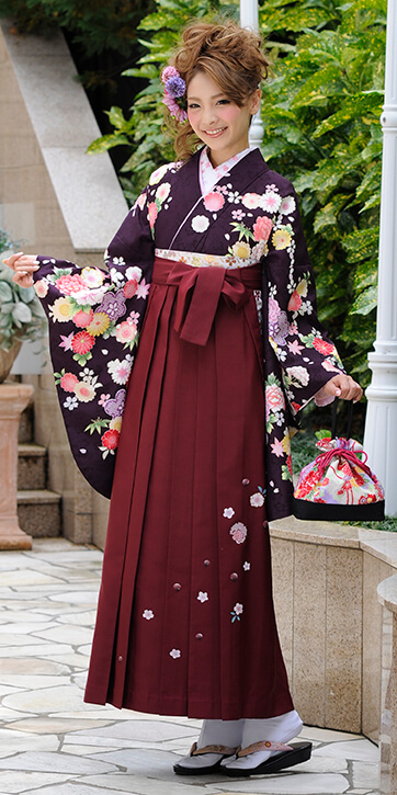 着物:濃い紫かのこ四季花_袴:エンジ友疋田桜