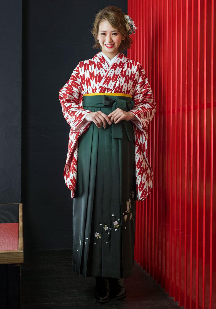 【着物】赤矢がすり+【袴】フカミドリボカシシシュウ